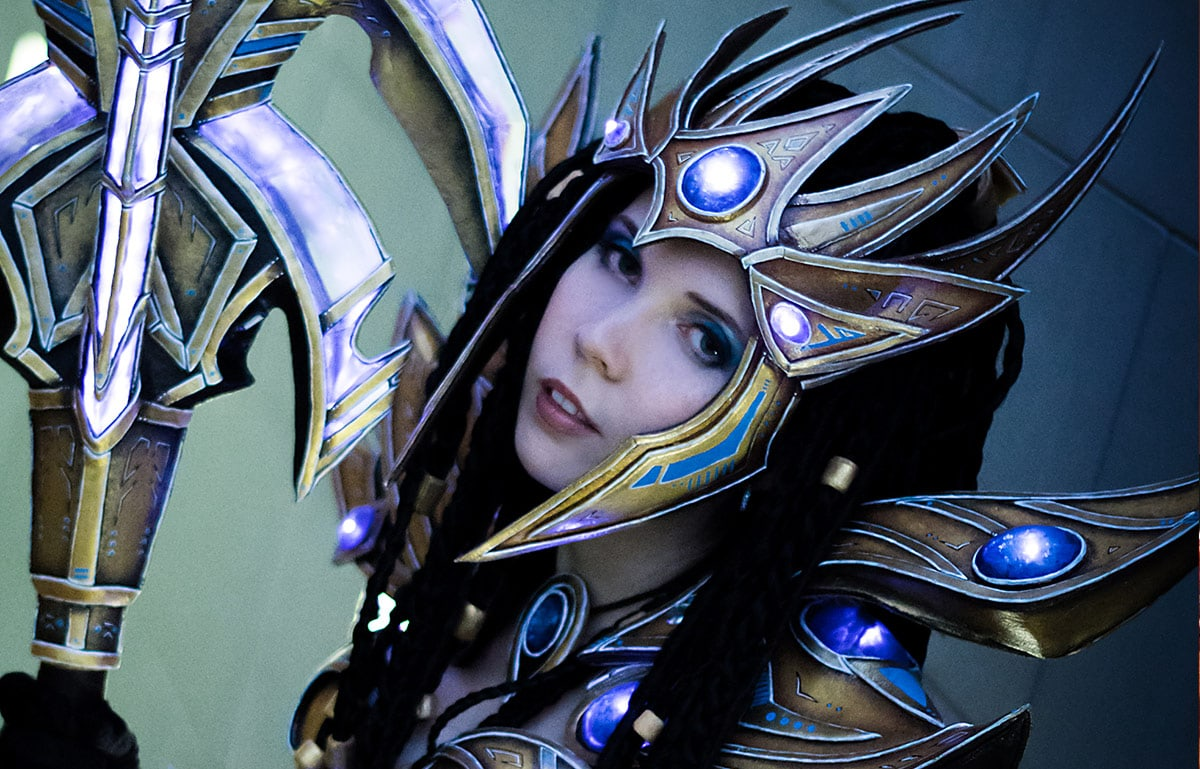 Kamui-Cosplay-Protoss-Wizard-Costume-LEDs-Mash-up